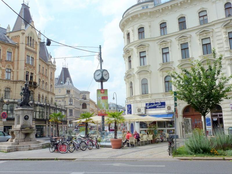 GROSSE DACHTERRASSE / 3-ZIMMER-ERSTBEZUG / NÄHE 4.BEZIRK, NASCHMARKT, CITY - TOP-LAGE /  / 1060Wien / Bild 4