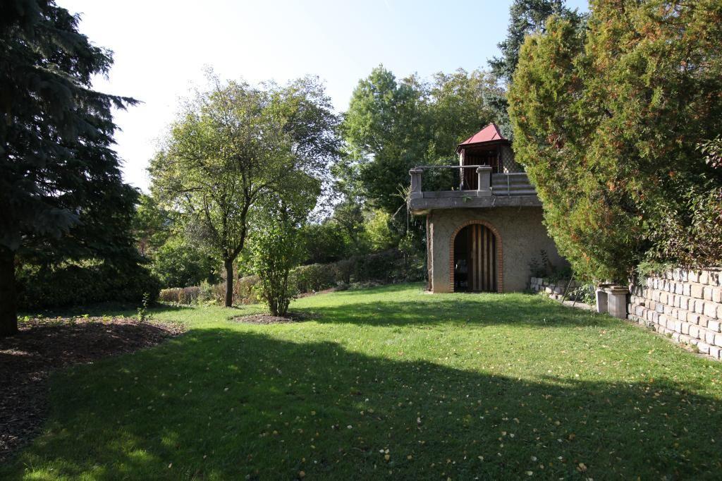 Landhaus im Ortszentrum mit wünderschönem Garten