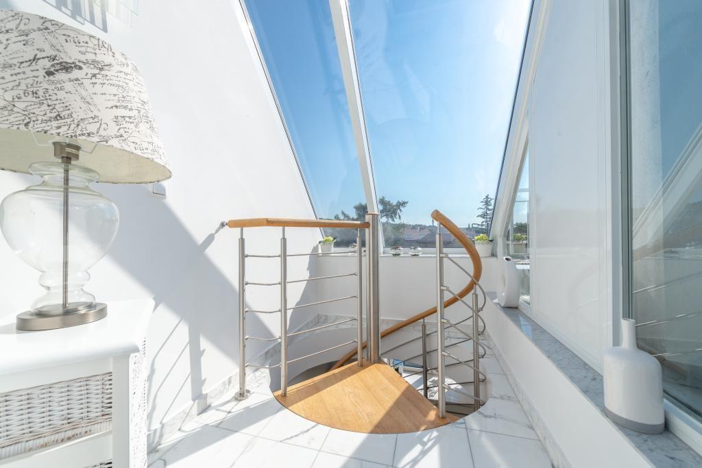 jpgcnt ---- Elegante 4 Zimmer Dachgeschoßwohnung / 70 m² wunderschöner Terrasse / Wienblick / Lainzer Tiergarten /  / 1130Wien, Hietzing / Bild 0