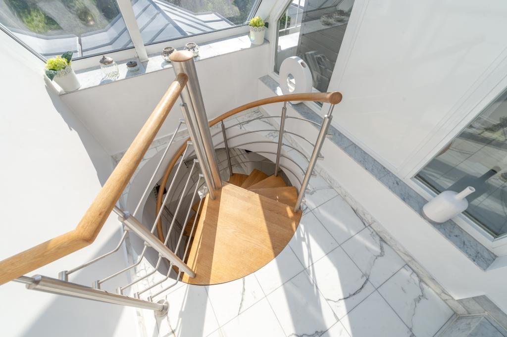 jpgcnt ---- Elegante 4 Zimmer Dachgeschoßwohnung / 70 m² wunderschöner Terrasse / Wienblick / Lainzer Tiergarten /  / 1130Wien, Hietzing / Bild 1