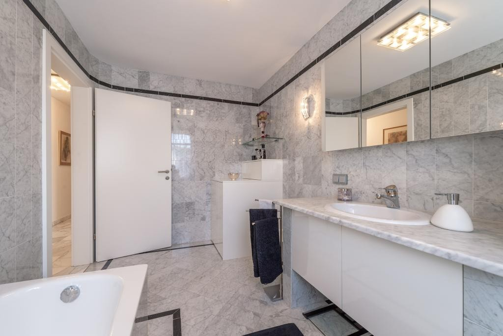 jpgcnt ---- Elegante 4 Zimmer Dachgeschoßwohnung / 70 m² wunderschöner Terrasse / Wienblick / Lainzer Tiergarten /  / 1130Wien, Hietzing / Bild 14