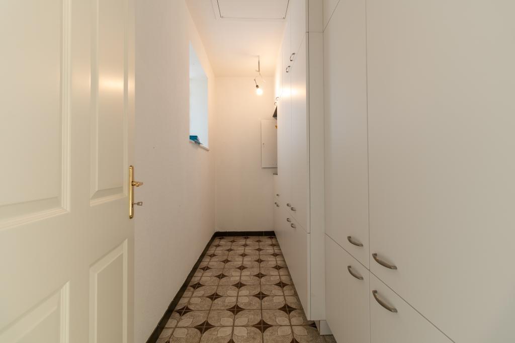 jpgcnt ---- NEU RENOVIERTES EINFAMILIENHAUS - mit viel Platz für die ganze Familie 5-6 Zimmer + großer Keller /  / 2201Gerasdorf / Bild 9