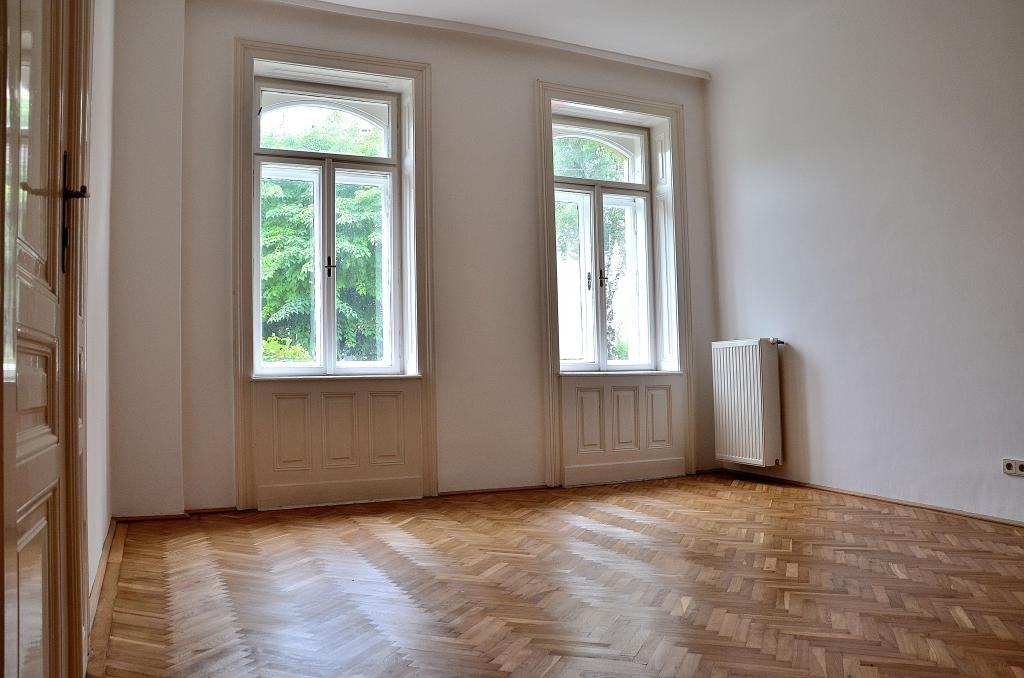 Helle 2,5 Zimmer Altbau - Wohnung