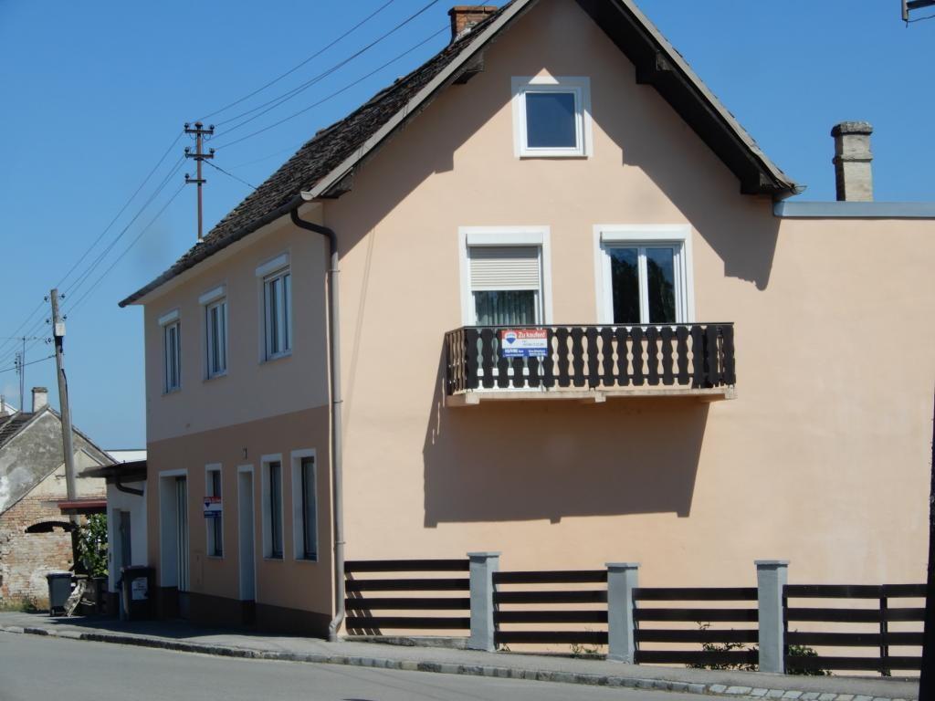 Nettes Miet-Wohnhaus mit Grünland