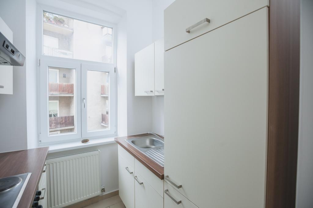 Helle 2 Zimmer Altbauwohnung im 2.Stock /  / 1160Wien, Ottakring / Bild 0