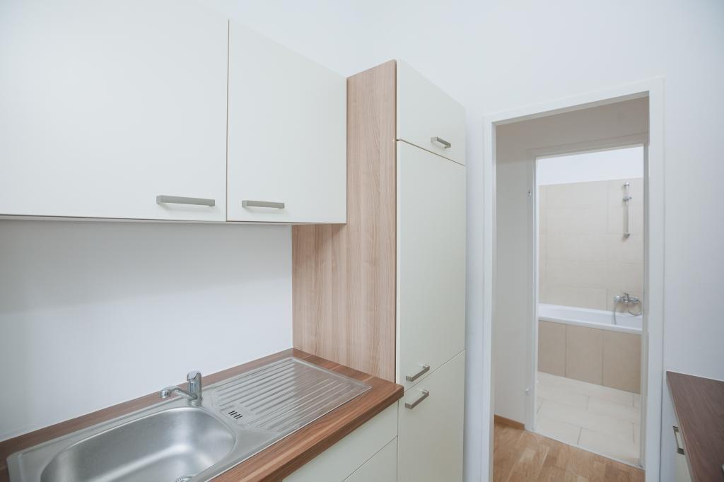 Helle 2 Zimmer Altbauwohnung im 2.Stock /  / 1160Wien, Ottakring / Bild 1