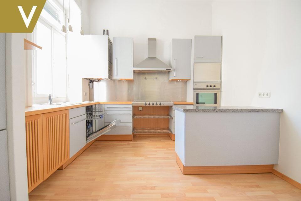 Wunderschöne Wohnung im prachtvollen Altbau // Beautiful Apartment in magnificent Century Building /  / 1040Wien / Bild 3