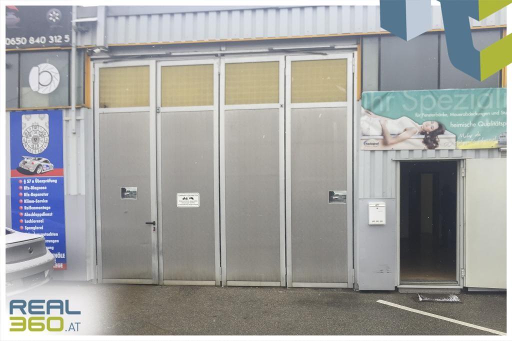 Lagerhalle mit Falttor und Bürozugang