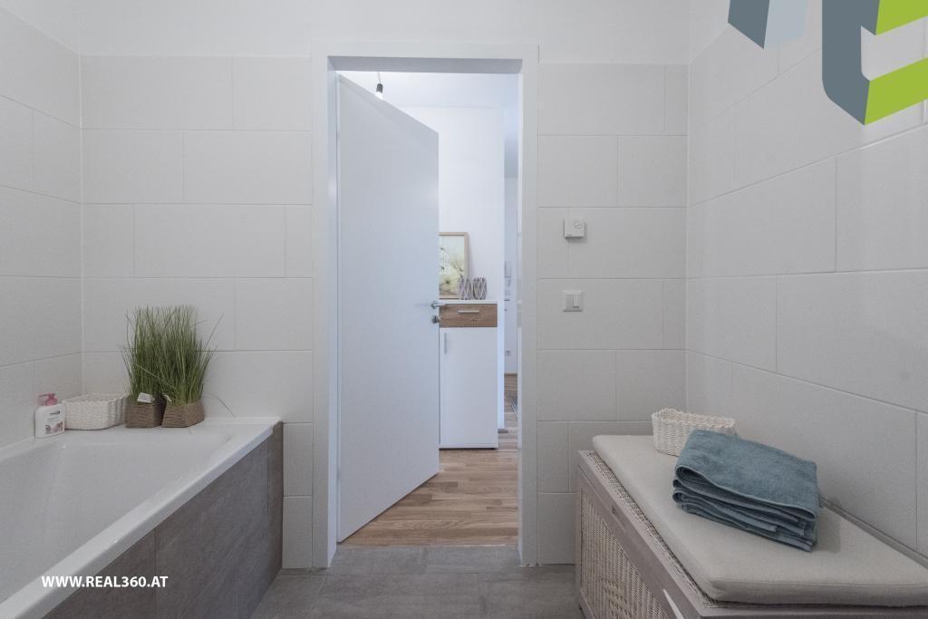 Badezimmer mit Badewanne II - Musterfoto