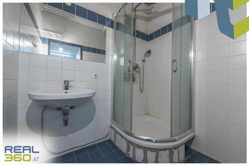 Baezimmer mit Dusche