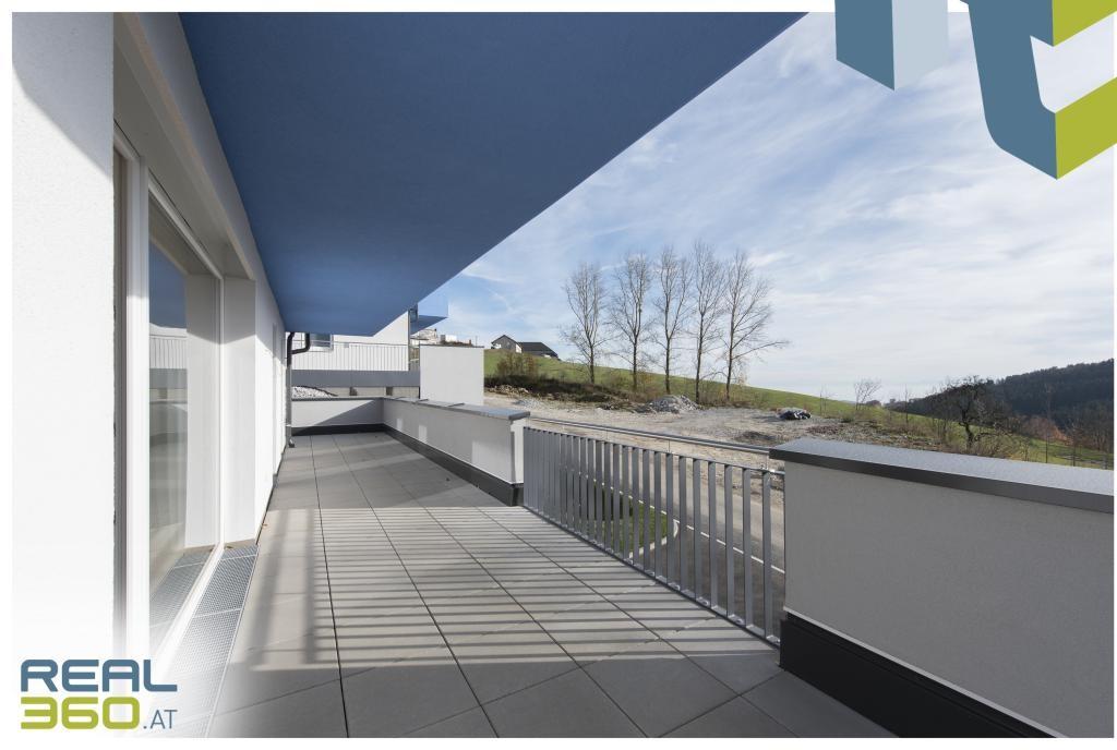 Großzügige umlaufende Terrasse mit 50m²