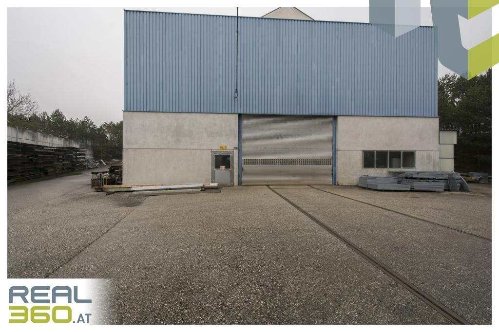 Außenansicht Halle mit Rolltor (H 6m x B 6,5m)