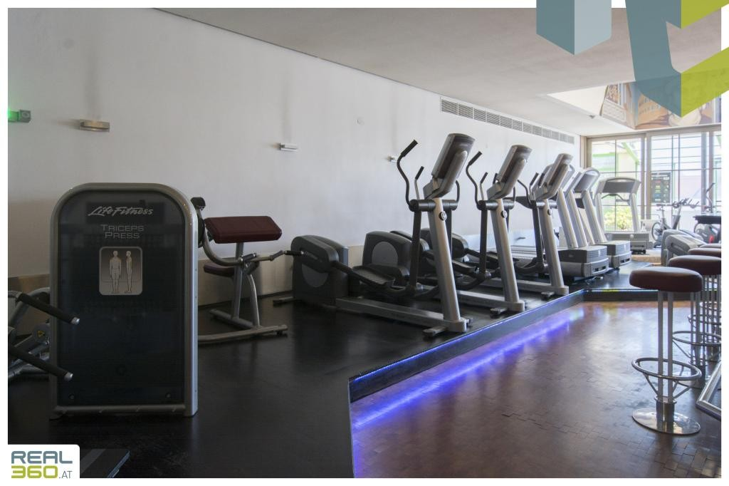 Fitnessgeräte beim Eingangsbereich I
