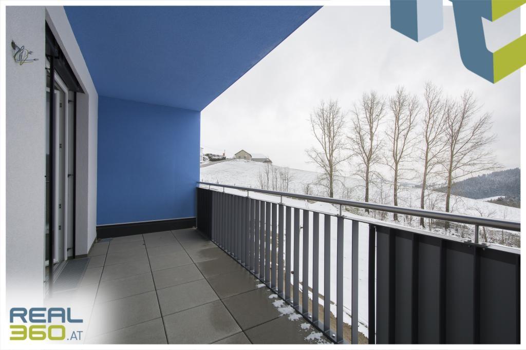 Balkon vom Wohnzimmer begehbar