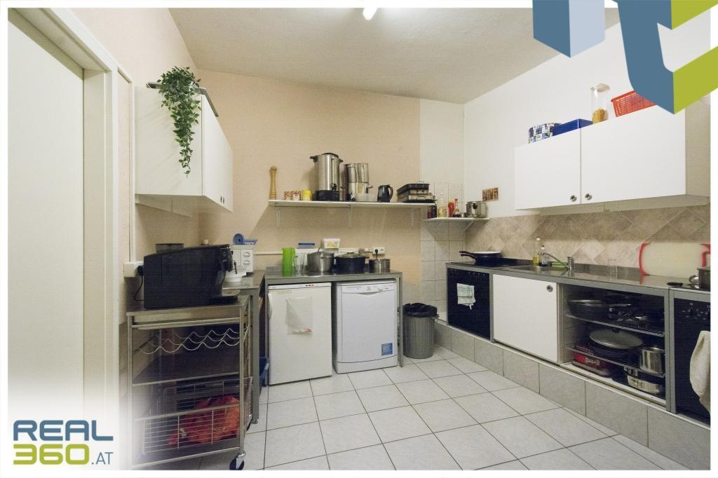 Küche/Mitarbeiterraum im EG