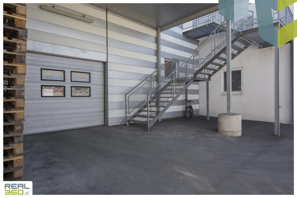 Zugang zur Halle über Rolltor I