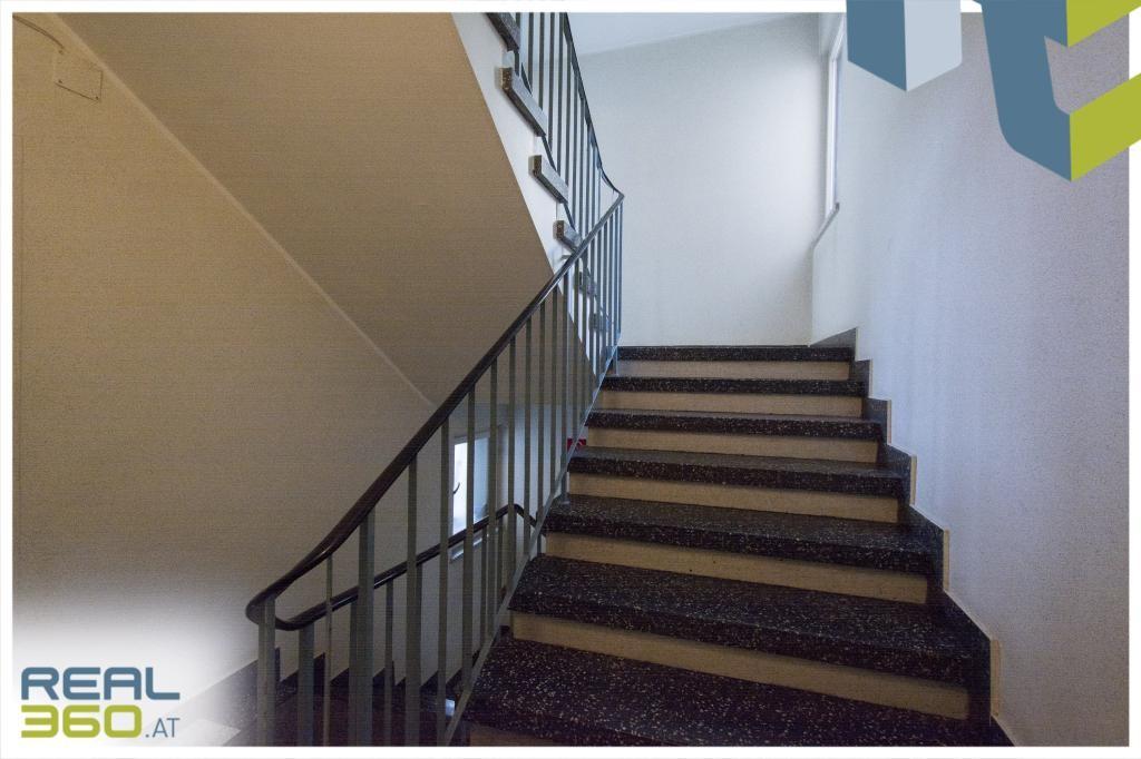 Stiegenhaus (Lift vorhanden)