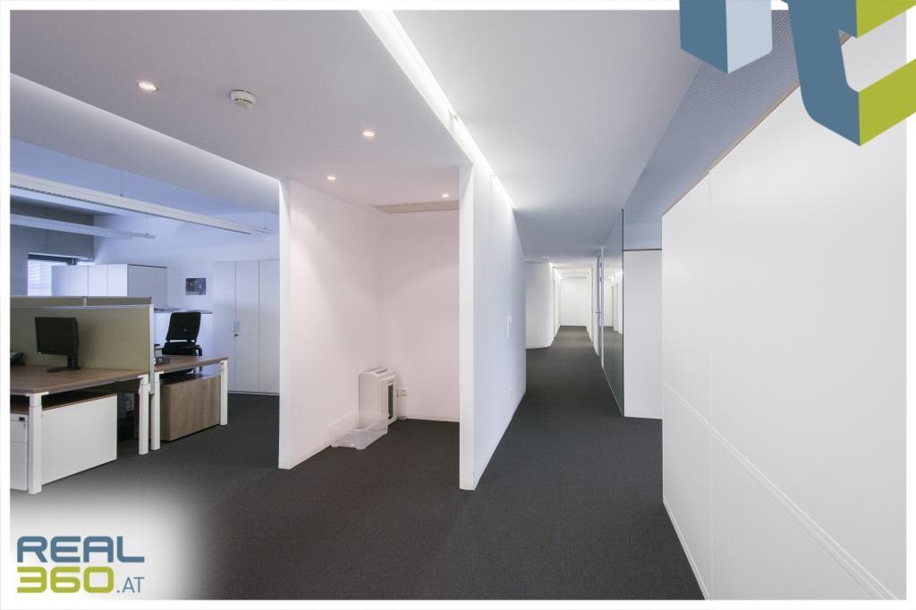 Helles Großraumbüro IV