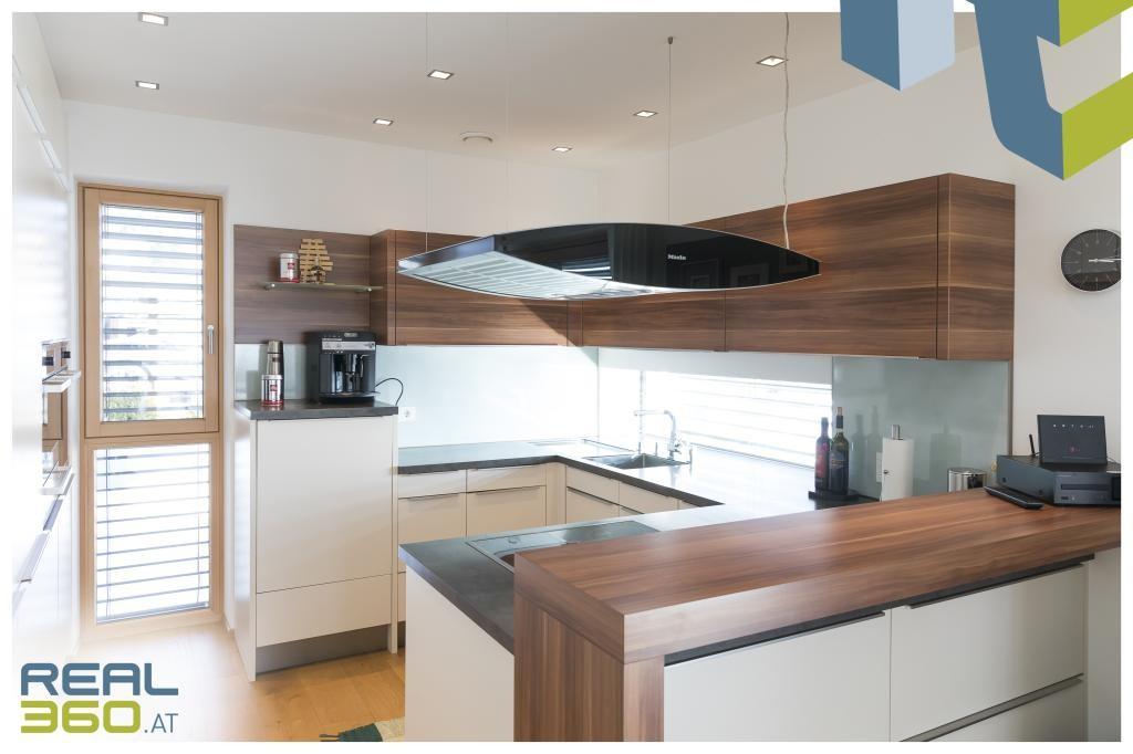 Küche mit viel Tageslicht