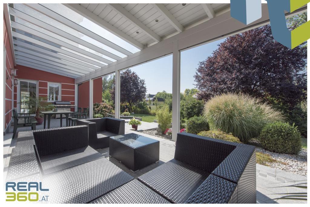 Loungebereich vor Indoorpool