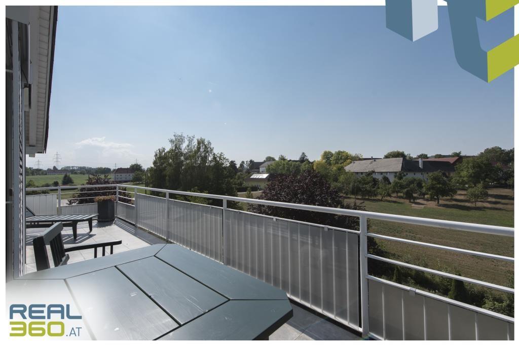 Terrasse mit herrlichem Ausblick in der DG-Wohnung