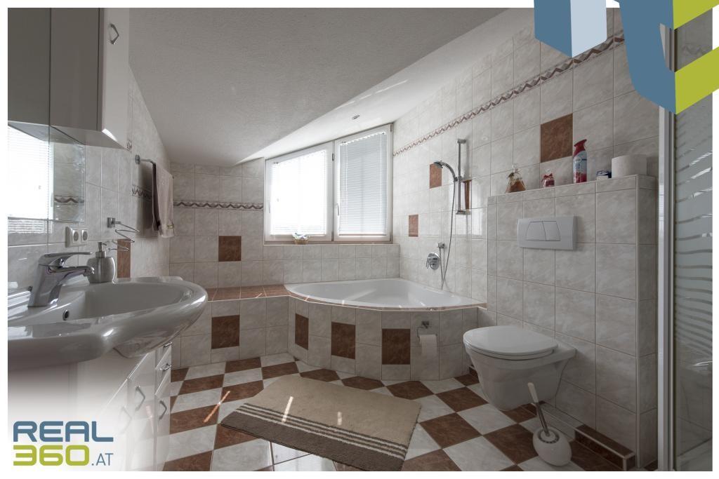 Badezimmer in der DG-Wohnung