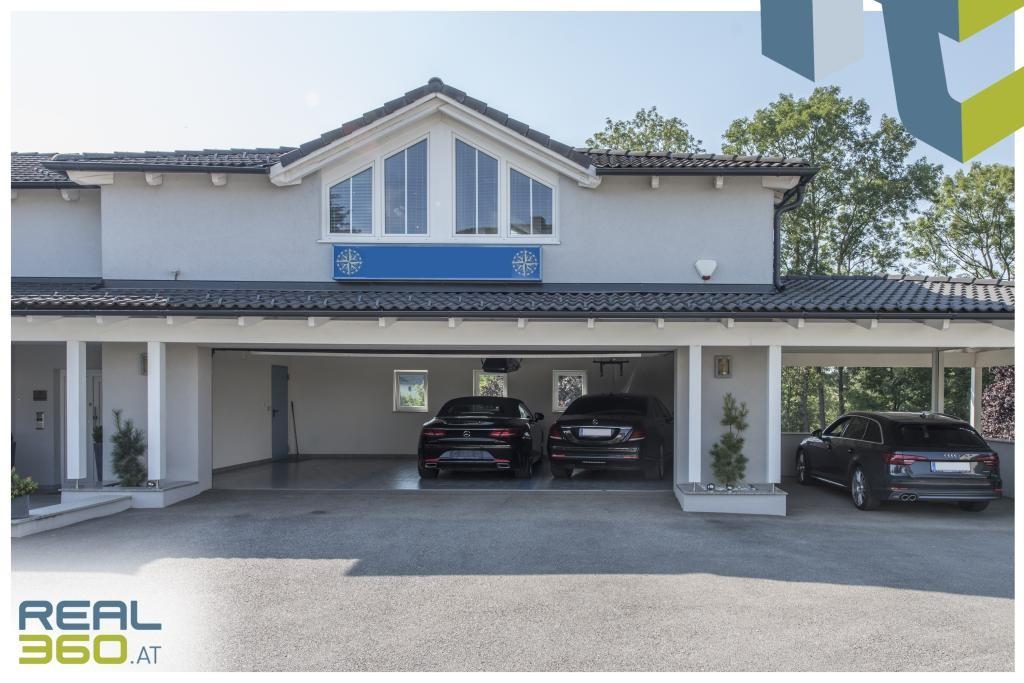 3 Garagenplätze, 1 Carport, mind. 5 Freiparkplätze