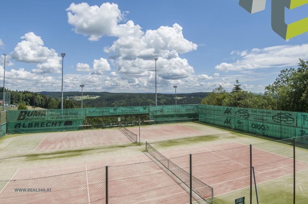 Tennisplatz ca. 1,6 km entfernt