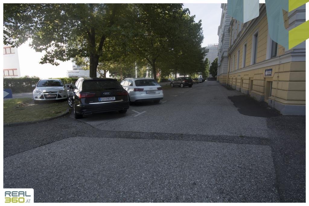 Parkplätze I Altbaupalais