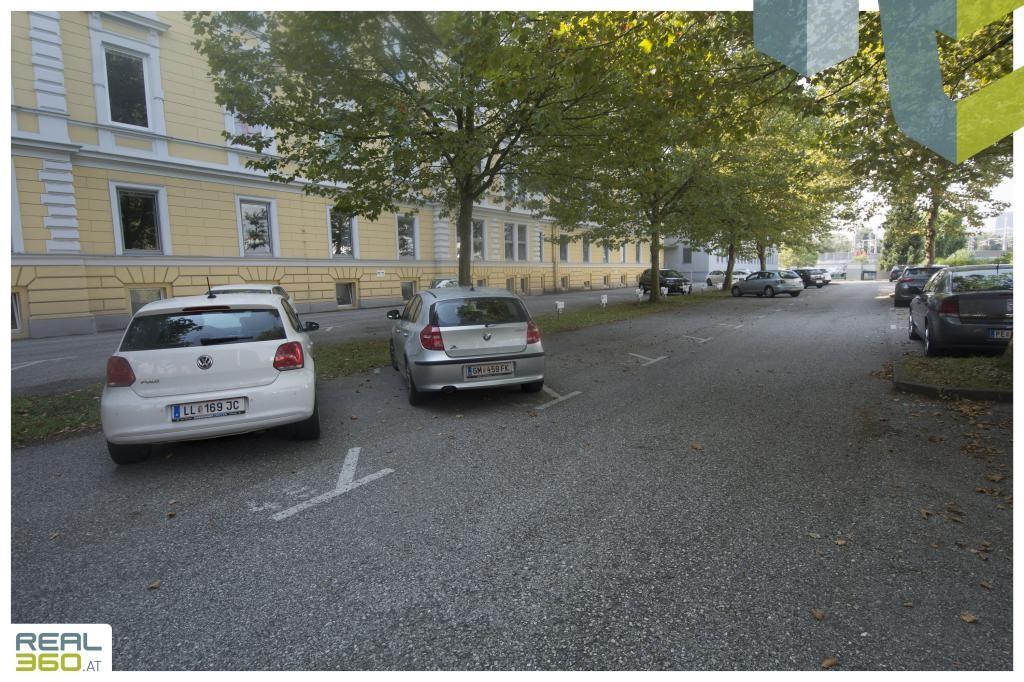 Parkplätze II Altbaupalais