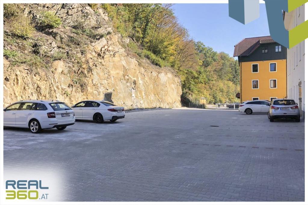 Parkplätze vor dem Objekt