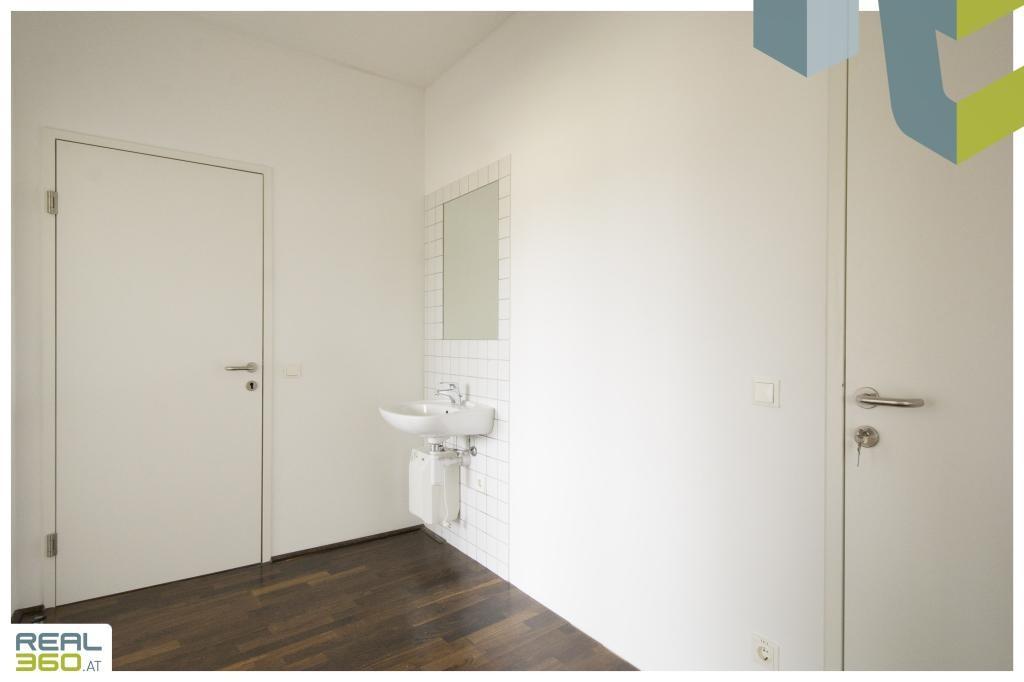 Vorraum mit Waschbecken