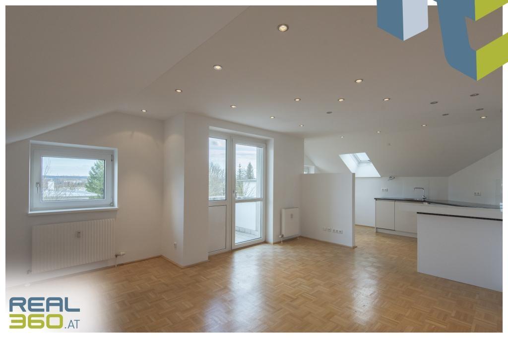 Wohnzimmer mit Küche und Essbereich I