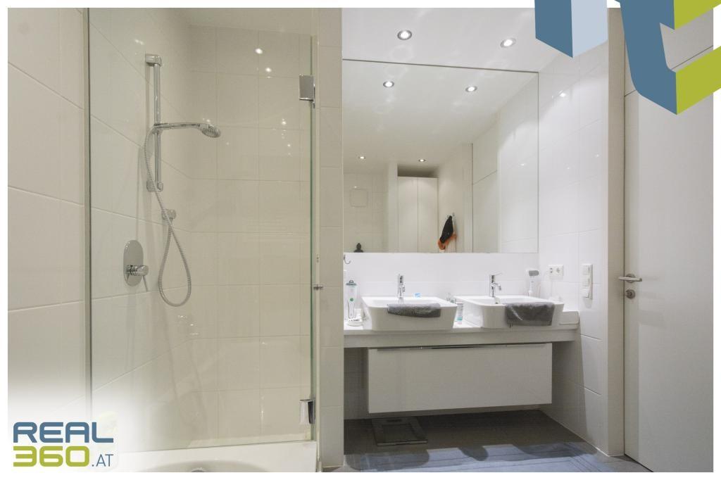 Badezimmer mit Doppelwaschbecken III