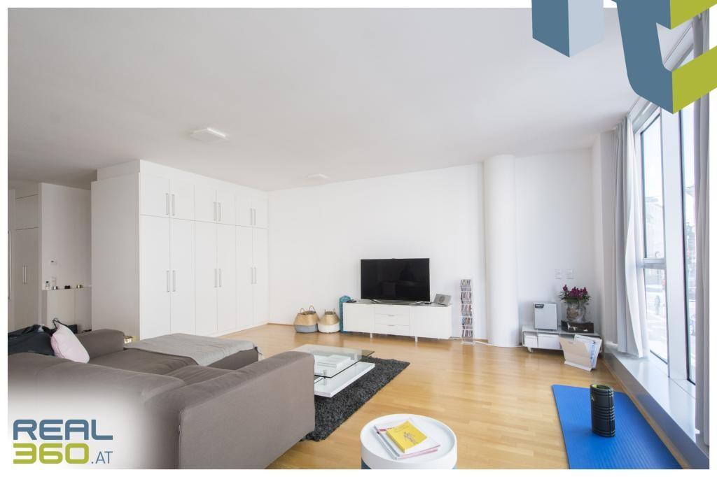 Lichtdurchflutetes Wohnzimmer I