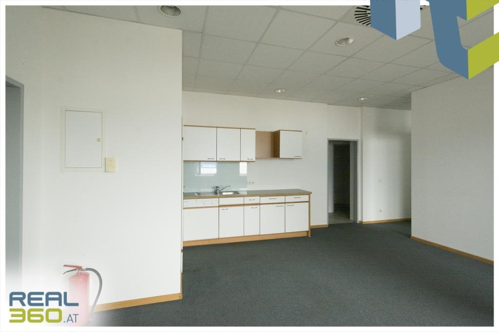 Großraumbüro mit Teeküche