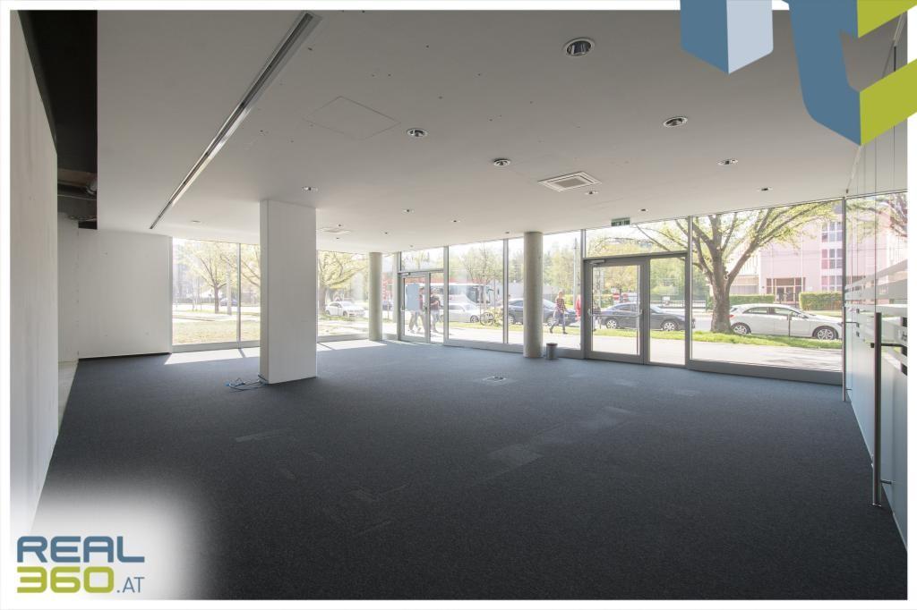 Heller Verkaufsraum/Eingangsbereich