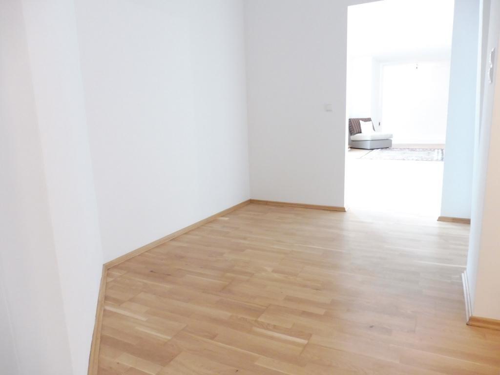 Exquisite Dachgeschosswohnung mit großer Terrasse und herrlichem Ausblick! Nahe zum Augarten! /  / 1020Wien / Bild 3