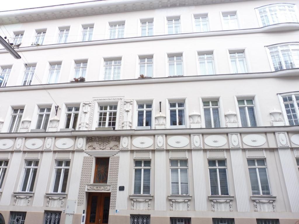 Traumhafte 4 Zimmerwohnung mit Wintergarten und Balkon in Top Lage im 18. Bezirk! Unbefristet! /  / 1180Wien / Bild 2