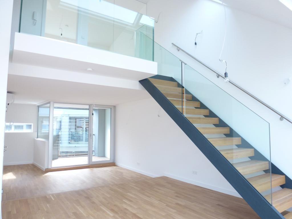 Exzellent ausgestattete DG-Wohnung mit Loggia