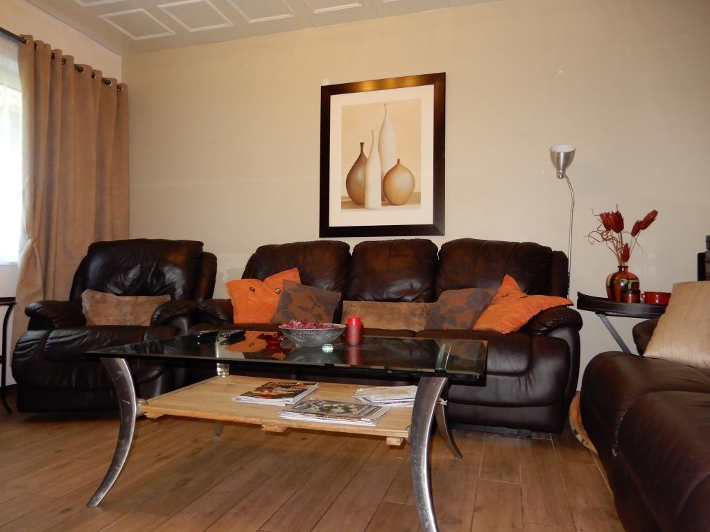 Zweifamilienhaus mit viel Platz /  / 2253Weikendorf / Bild 1
