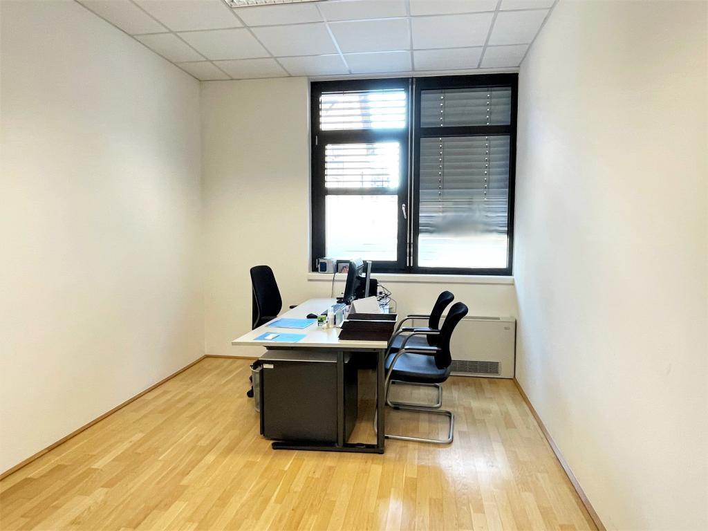 Büro- und Geschäftsräume Top02