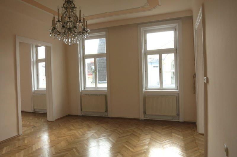 Altbauwohnung mit Balkon /  / 1060Wien / Bild 1