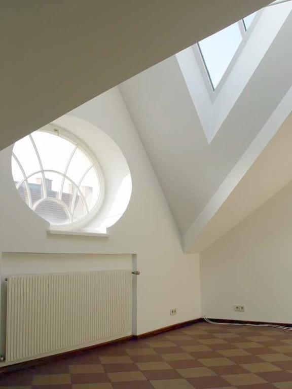 Dachgeschoßwohnung mit großer, uneinsehbarer Terrasse in prachtvollen Jahrhundertwendehaus /  / 1030Wien / Bild 1