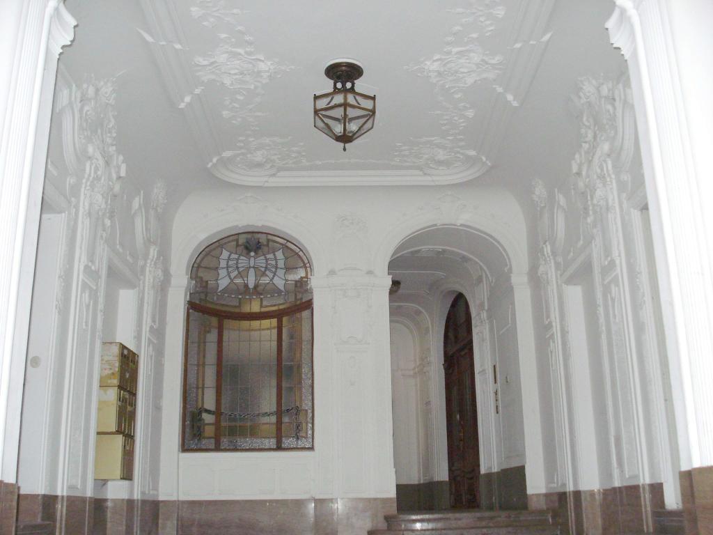 Dachgeschoßwohnung mit großer, uneinsehbarer Terrasse in prachtvollen Jahrhundertwendehaus /  / 1030Wien / Bild 2