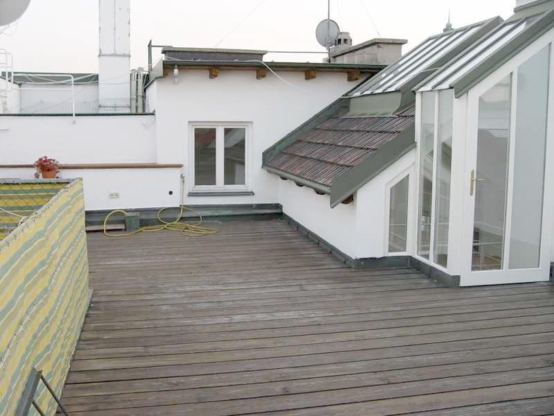 Dachgeschoßwohnung mit großer, uneinsehbarer Terrasse in prachtvollen Jahrhundertwendehaus /  / 1030Wien / Bild 3