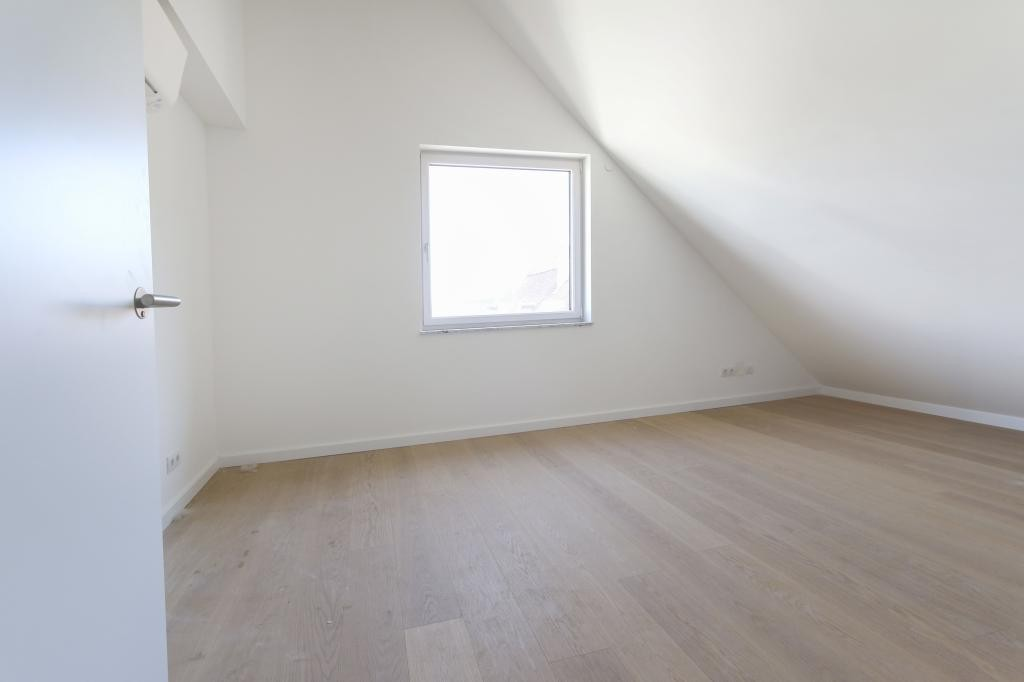 Dachgeschoss-Wohnung mit Terrasse in bester Lage - hat außergewöhnliches Potenzial /  / 1190Wien, Döbling / Bild 2